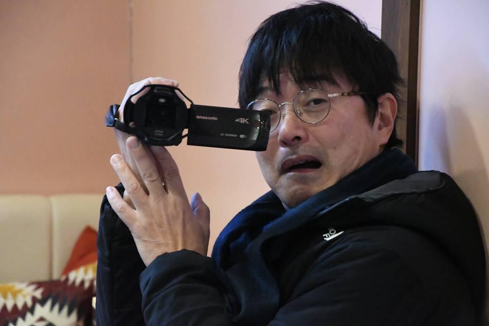 カメラを構える高田鳥場